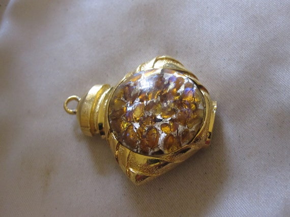 Lovely Vintage goldtone confetti glass brooch or pendant