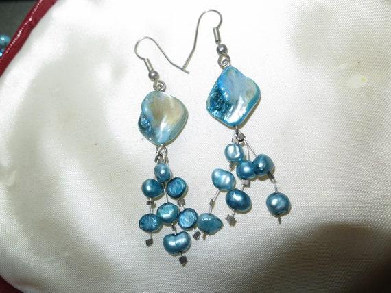 Beautiful vintage silvertone blue mother of pearl drop earrings