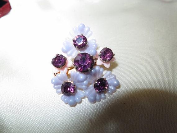 Lovely vintage gold metal lilac lucite flower purple rhinestone brooch