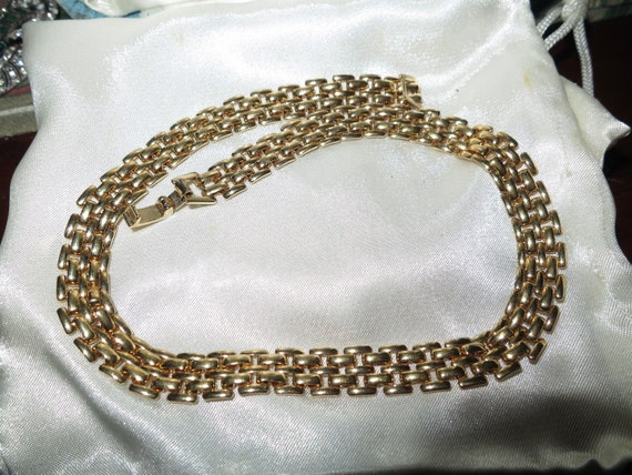 Lovely polished gold plated gate link choker necklace