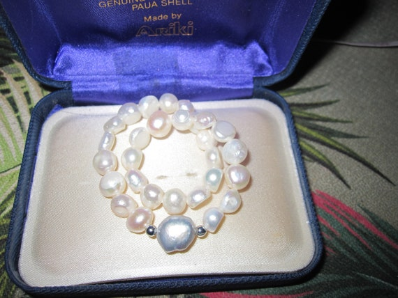 Lovely 7 mm cultured white freshwater pearl and grey pearl  bracelet stretches to fit M wrist