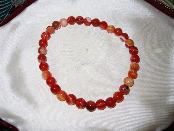Lovely round 6mm agate stretch bracelet