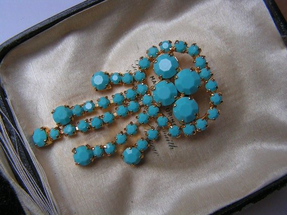 Beautiful  vintage goldtone turquoise glass dropper brooch
