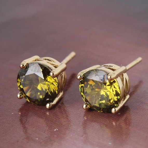 Lovely 18ct yellow gold filled green peridot sapphire crystal stud earrings