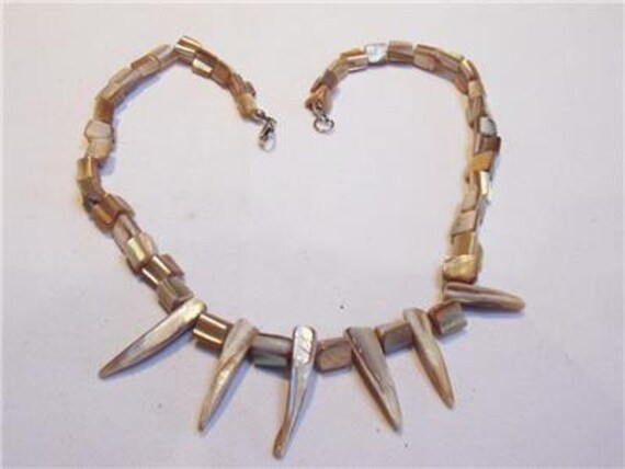 Wonderful vintage Champagne Coloured mother of pearl necklace