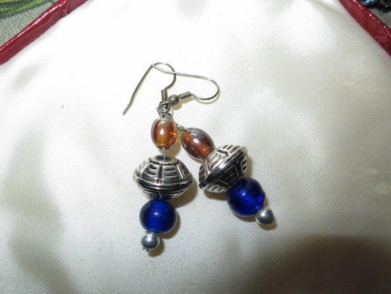 Lovely pair of vintage silvertone blue glass dropper earrings