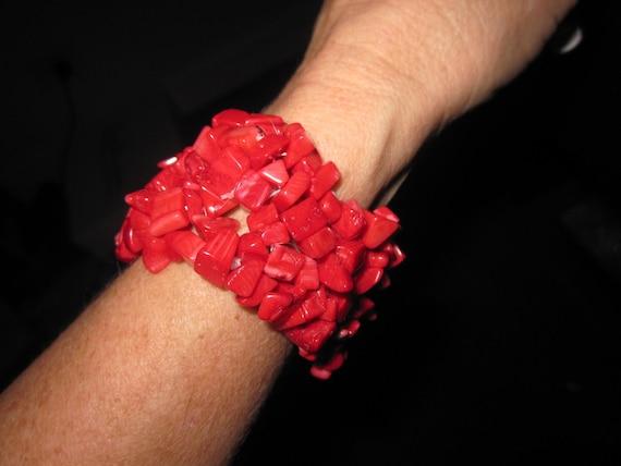 Vintage 1970s red coral chip stretch bracelet