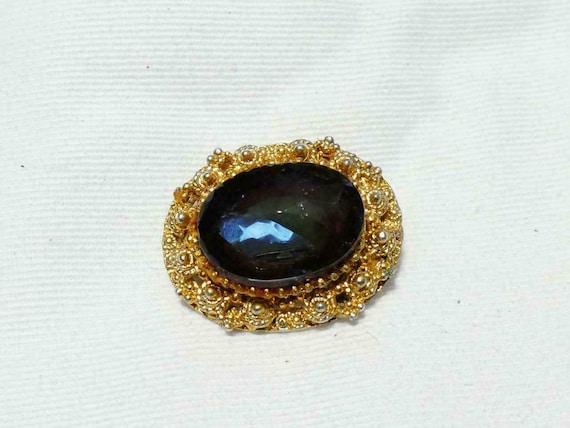 Lovely vintage Small Oval Goldtone Framed Blue Glass Stone brooch