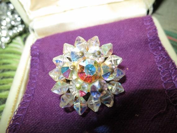 Beautiful vintage sparkly aurora borealis glass brooch