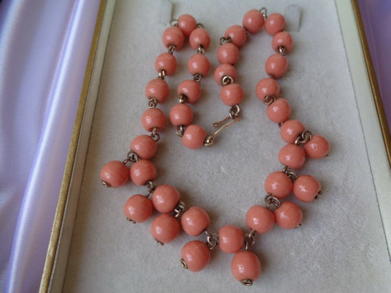 Beautiful  vintage Deco pale coral glass rolled gold necklace