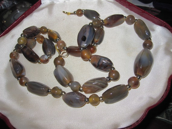 """Beautiful vintage Scottish well matched polished agate pebble necklace 23"""""""