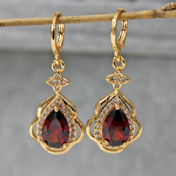 Lovely 18 ct gold filled ruby red crystal dangle leverback earrings