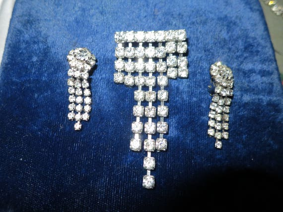 Lovely vintage silvertone cascading rhinestone glass brooch and clip on earrings