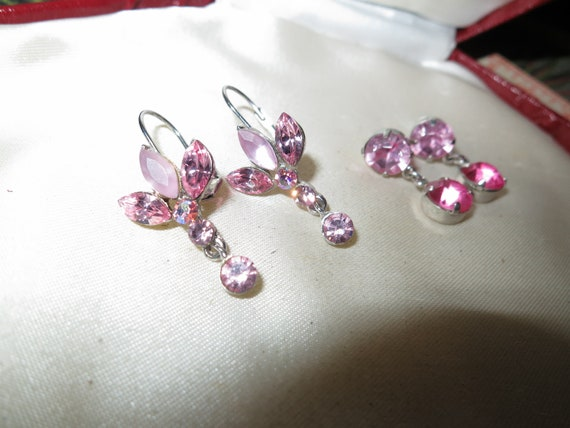 2 pretty vintage pair of silvertone pink glass and lucite  earrings