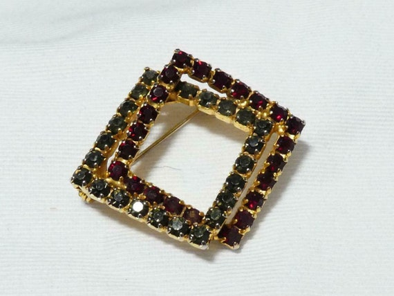 Lovely vintage Goldtone Grey Garnet red   Rhinestone Squares brooch