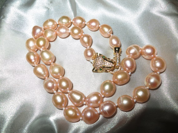Lovely new handmade 11-12mm cultured freshwater baroque peach pink pearl necklace