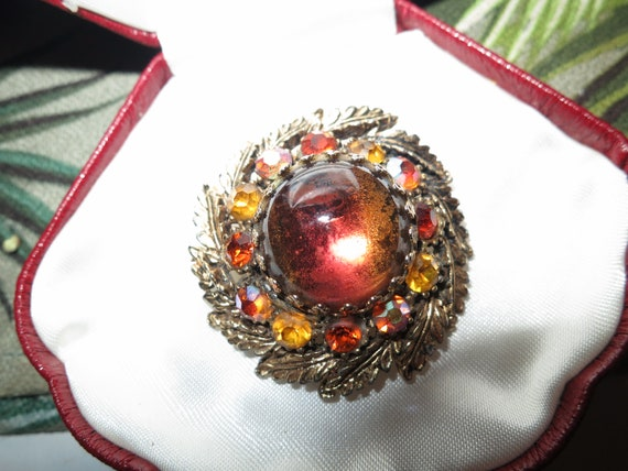 Wonderful Vintage Deco  goldtone  amber cabochon AB glass brooch