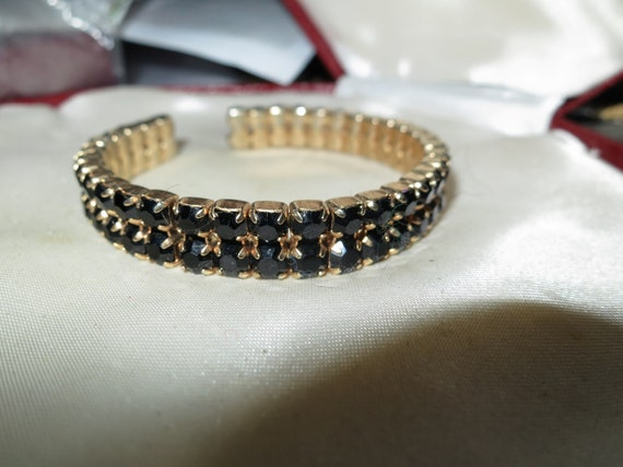 Lovely vintage goldtone black glass rhinestone bangle bracelet