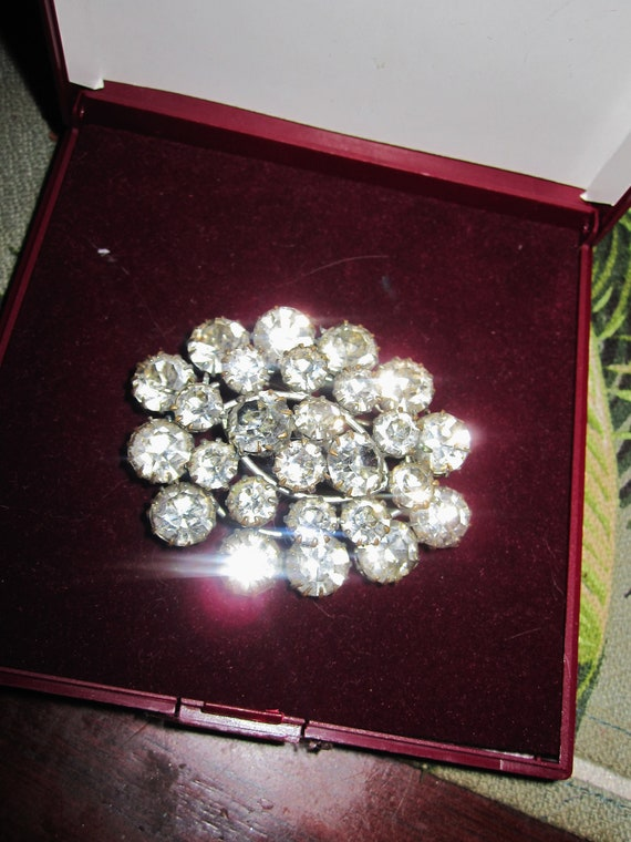 Lovely vintage Art Deco large glass diamante brooch