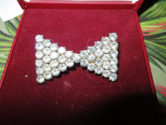 Fancy Vintage silvertone glass diamante art deco  bow brooch