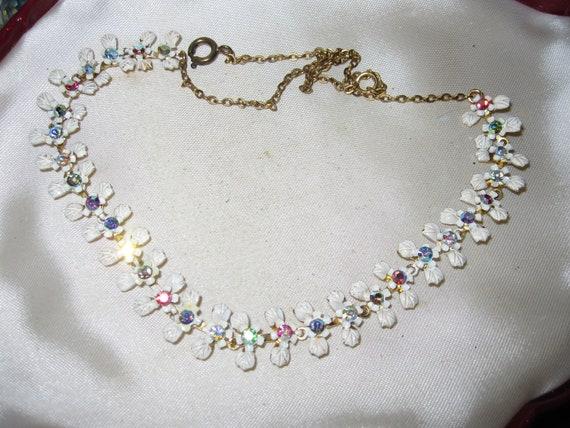 Lovely vintage goldtone white enamel aurora borealis rhinestone necklace