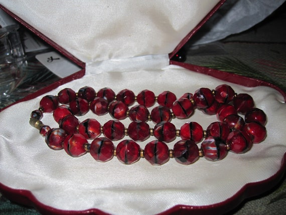 Fabulous Vintage garnet red black and grey  faceted art glass necklace 19""