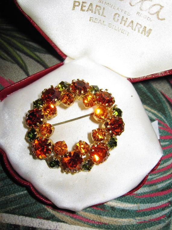 Beautiful  Vintage Amber Topaz & Green Glass Stone Flower Garland Brooch