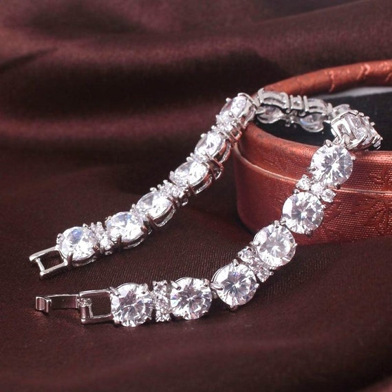 Lovely 18 ct white gold filled sapphire crystal bracelet