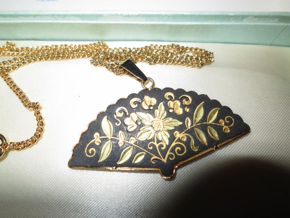 Vintage goldtone Damascene oriental fan shaped pendant necklace