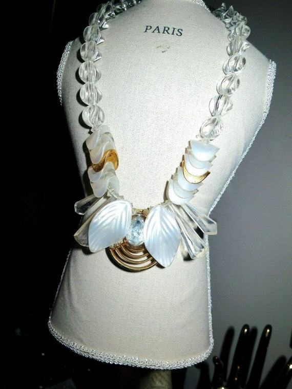Wonderful vintage chunky clear acrylic beaded fx pearl necklace