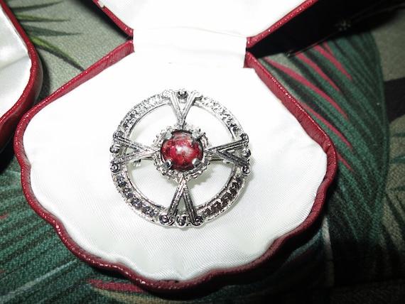 Lovely vintage Scottish Celtic agate silver metal brooch