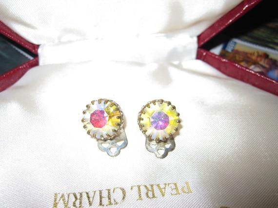 Beautiful  vintage silvertone faceted aurora borealis crystal clip on earrings