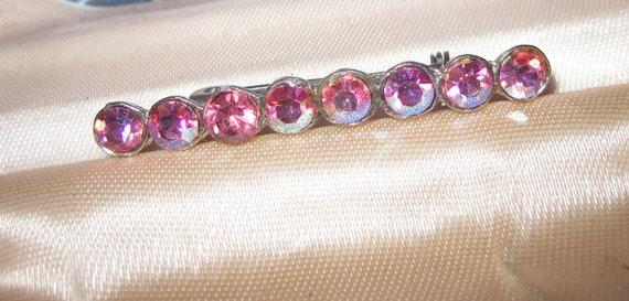Beautiful  vintage Deco silvertone pink aurora borealis rhinestone bar brooch