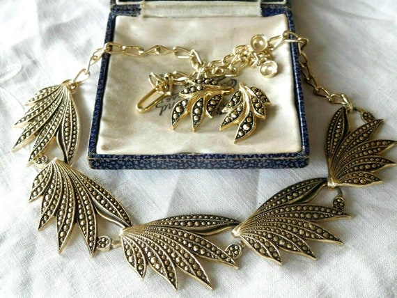 Lovely vintage 1950s decorative fx marcasite gold tone necklace & earrings set