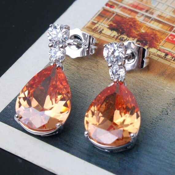 Lovely 18 ct whitegold filled champagne sapphire crystal drop earrings