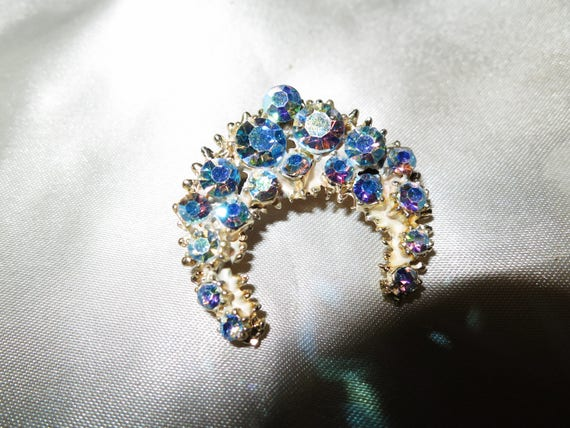 Lovely vintage goldtone blue aurora borealis crescent brooch