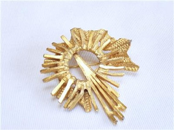 Wonderful vintage Goldtone 70's Abstract Textured Smooth brooch