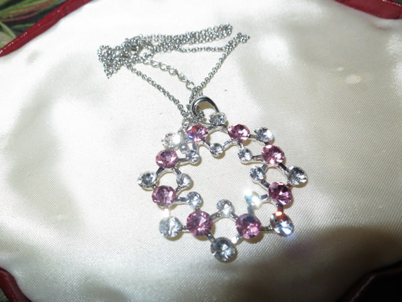 Lovely vintage silvertone sparkly pink and clear crystal pendant necklace