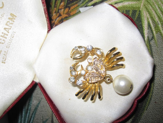 Lovely vintage Goldtone, Clear Crystal Crab brooch