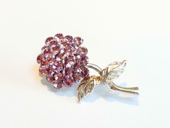 Pretty vintage Silvertone & Lilac/Pink Sparkly Crystal   Flower brooch