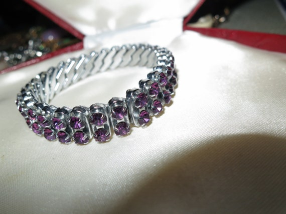 Wonderful vintage Empire amethyst purple glass expansion bangle