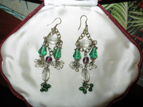 Pretty vintage silvertone green emerald glass dropper earrings