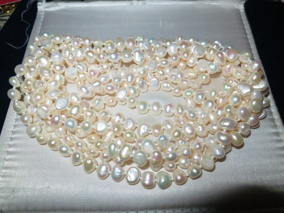 Lovely flapper new handmade knotted freshwater white pearl necklace 250 cms