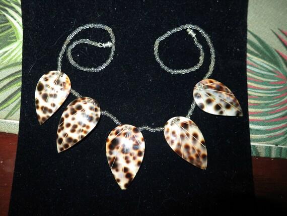 "Fabulous vintage shell dropper necklace 17"""