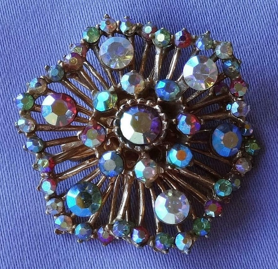 Beautiful Vintage Aurora Borealis Glass Stone   Flower Brooch