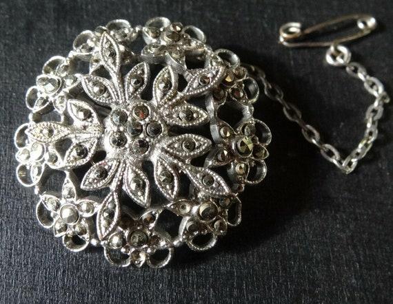 Beautiful  vintage marcasite snowflake flower silver tone brooch