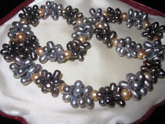 Fabulous vintage genuine chunky freshwater pearl necklace