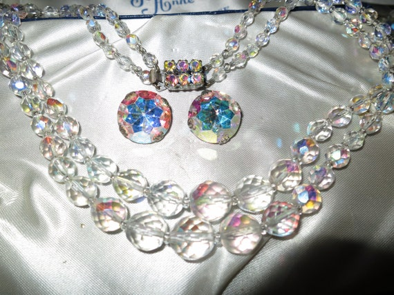 Attractive vintage 1950s faceted cut crystal 2 strand necklace and earrings