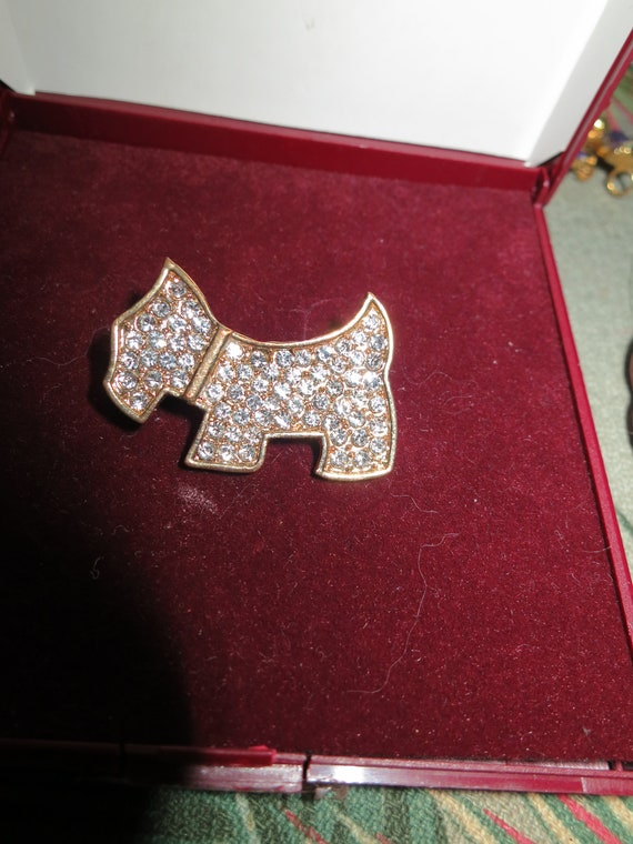Lovely Vintage goldtone Scotty Dog rhinestone brooch