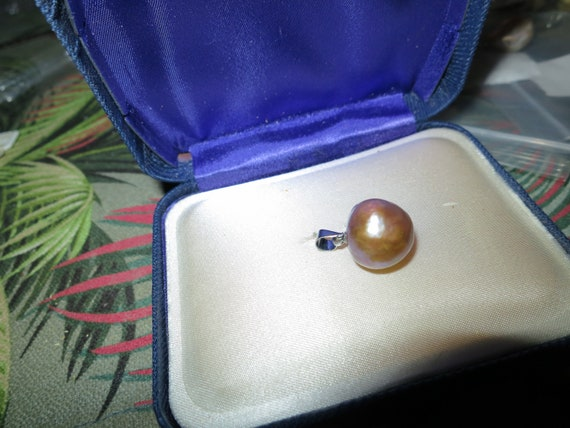 Beautiful Natural  13mm Japanese cultured high lustre Kasumi pearl pendant